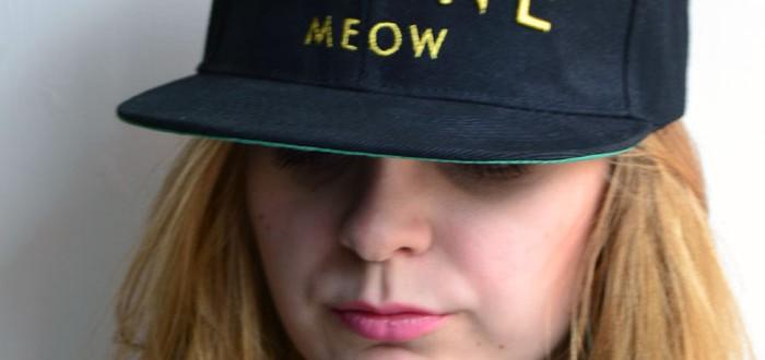 sapca cu mesaj feline meow