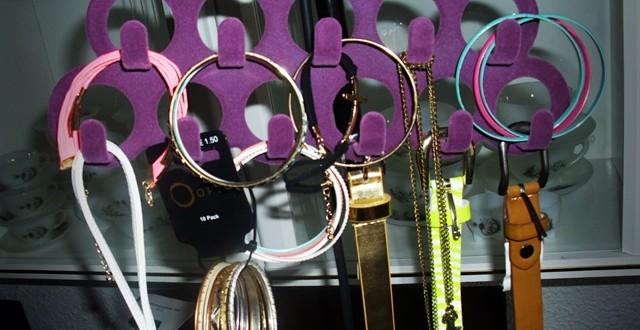 suport coliere bijuterii