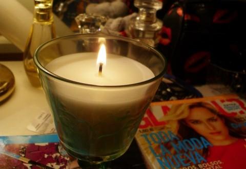 lumanare parfumata piersica